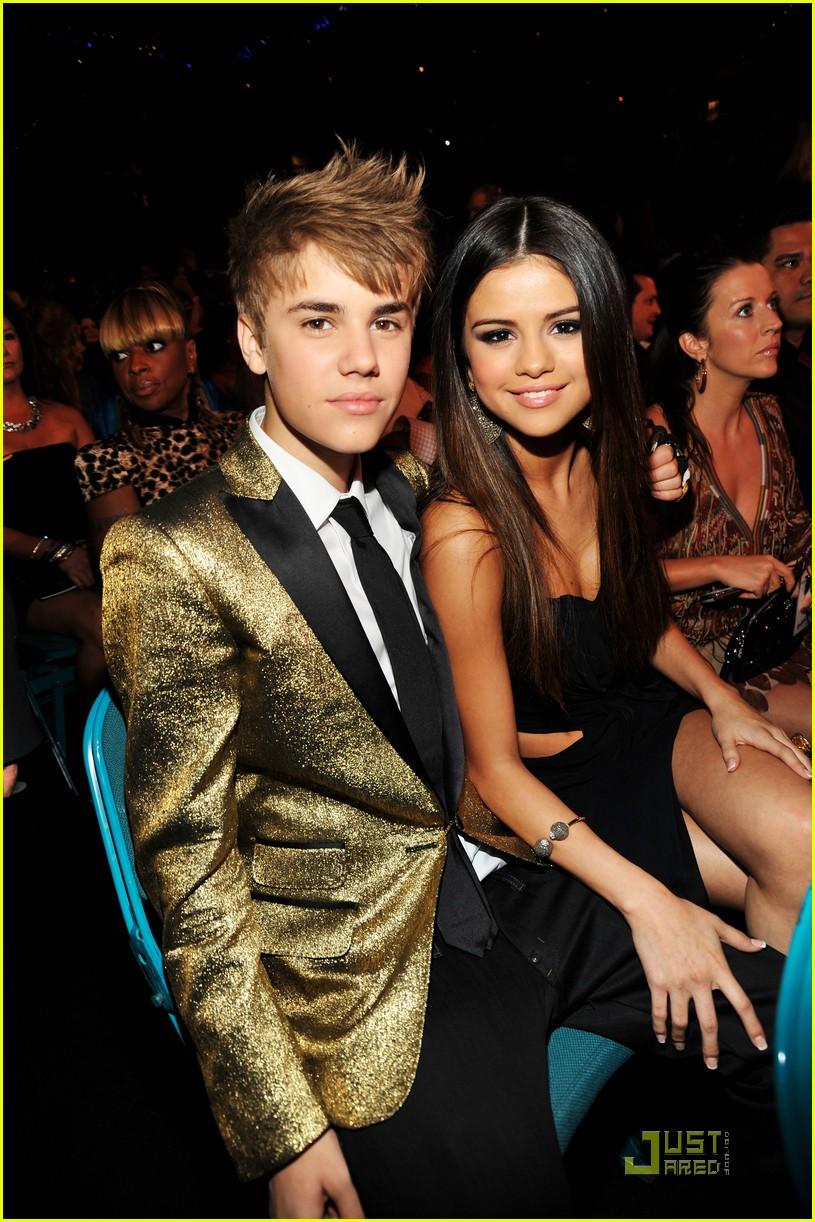 justin bieber and selena gomez 2011 billboard awards. Justin Bieber and Selena